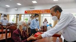 Deputy PM Truong Hoa Binh visits families of revolution contributors in HCM City