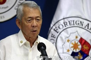 Philippines willing to discuss PCA ruling with China
