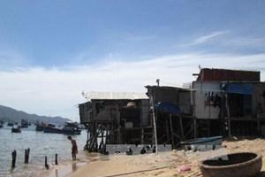 Khanh Hoa to build sea embankment