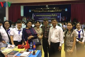 ASEAN writers talk reading books in Laos