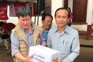 ASEAN Secretary General visits victims of Lao dam collapse