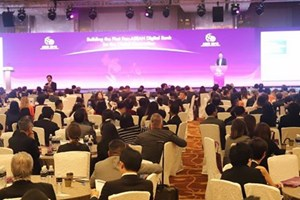 Vietnam attends ASEAN economic meetings in Singapore