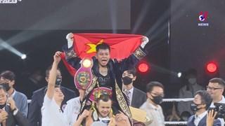 Star boxer wins first world belt for Vietnam