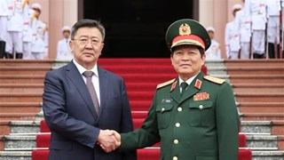 Vietnamese, Mongolian Defence Ministers hold talks in Hanoi