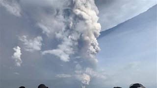 Philippines suspends airport flights over fear of volcanic eruption