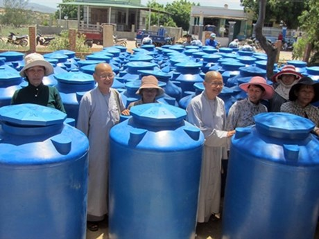 Buddhists support drought victims in Ninh Thuan