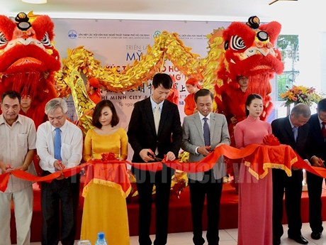 Paintings by Vietnamese, Chinese artists showcased in HCM City