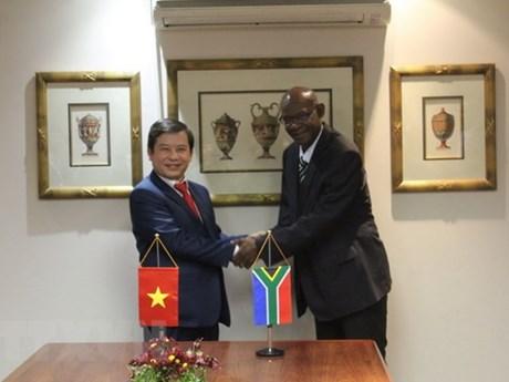 Vietnam, South Africa cooperate in crime combat