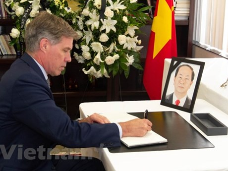 Respect-paying ceremony for President Tran Dai Quang held abroad