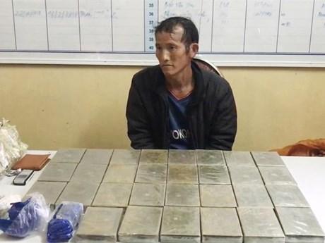 Son La police arrest man smuggling 30 bricks of heroin