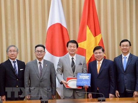 HCM City leader hosts Governor of Chiba, Japan