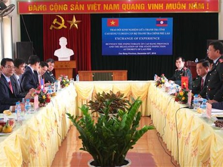 Cao Bang shares inspection experience with Lao inspectors