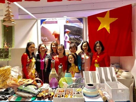 Vietnam participates in charity bazaar in Ukraine