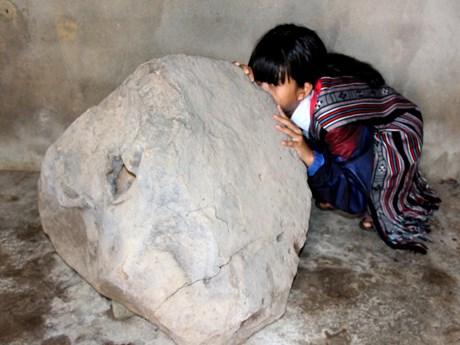 Quang Ngai: unique stone instrument found on Bui Hui grassland