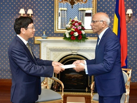 Mauritian leaders hope to improve relations with Vietnam