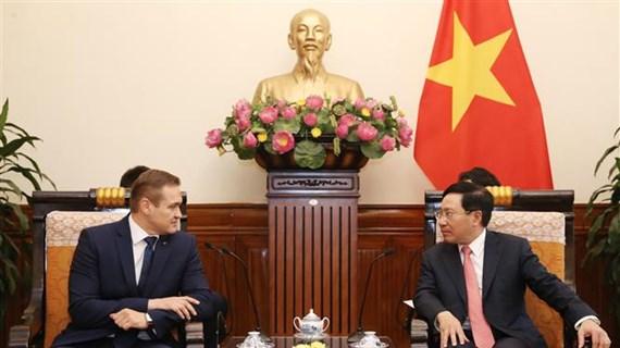 Deputy PM Pham Binh Minh receives Lithuanian interior minister
