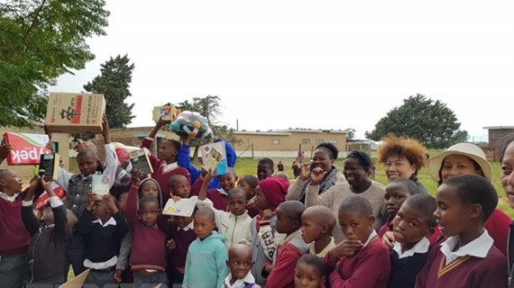 Vietnamese delegation offers gifts to children in Lesotho