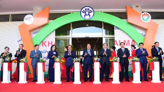 PM Nguyen Xuan Phuc inaugurates OCOP fair in Hanoi