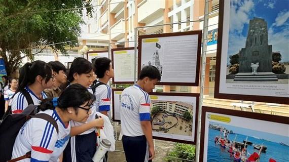 Exhibition on Hoang Sa, Truong Sa comes to Long An