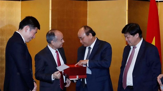 PM welcomes SoftBank's investment expansion in Vietnam