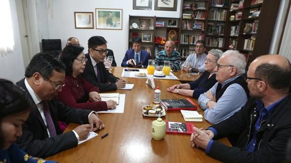 Hanoi officials visit Argentina, Peru