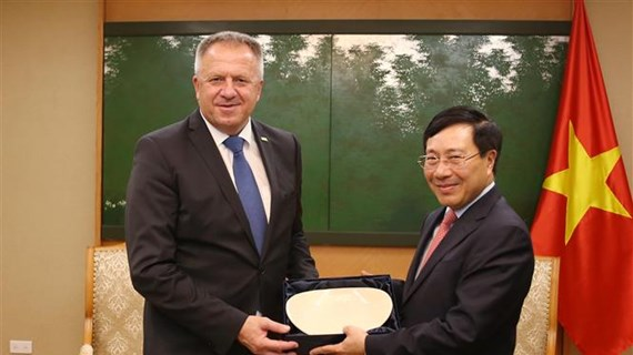 Deputy PM Pham Binh Minh receives Slovenian economic minister