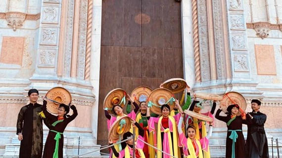 Vietnamese folk dances impress visitors at music festival in Italy