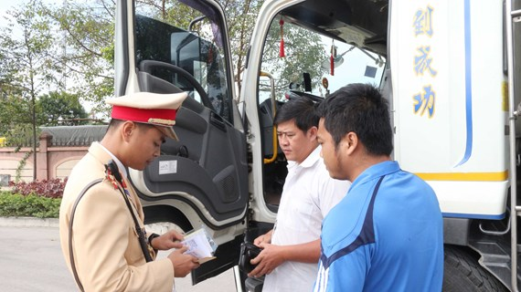 Traffic accidents kill 23 on first day of Tet holiday
