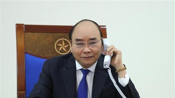 PM Nguyen Xuan Phuc talks on phone with Australian counterpart