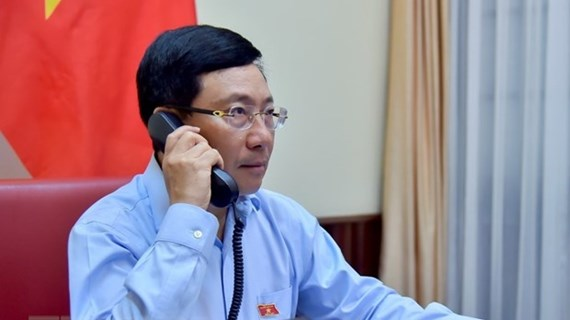 Vietnamese, Kuwait FMs hold phone talks