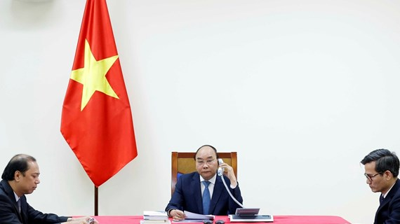 Vietnamese, Japanese PMs hold phone talks