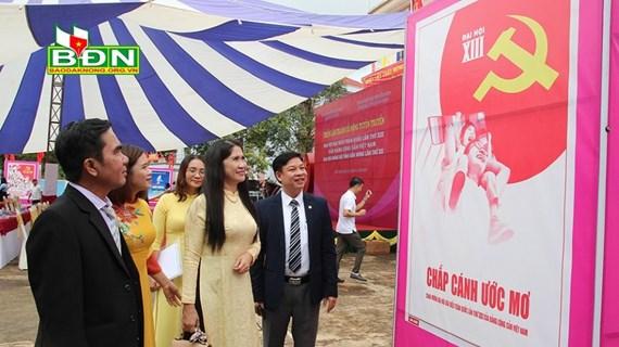 Dak Nong's poster exhibition marks National Party Congress