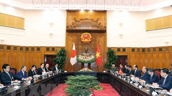 Vietnamese, Japanese PM hold talks