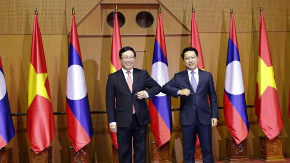 Vietnam, Laos hold foreign ministerial-level political consultation