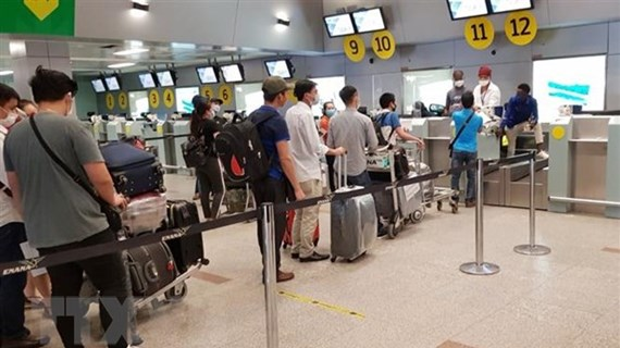 More Vietnamese citizens brought home from Angola, Myanmar