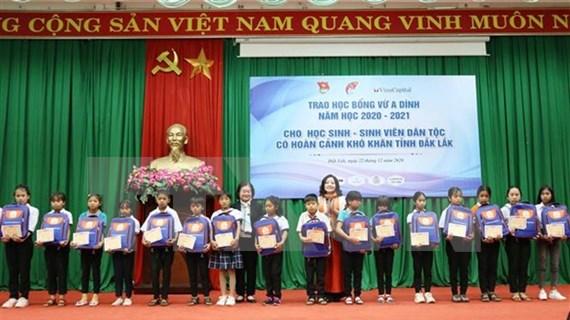 Dak Lak: 155 ethnic minority students receive Vu A Dinh scholarships