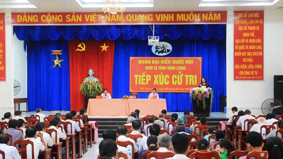Vice President meets voters in Vinh Long