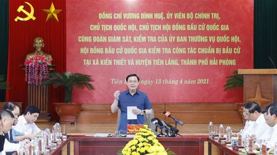 Top legislator inspects election preparations in Hai Phong