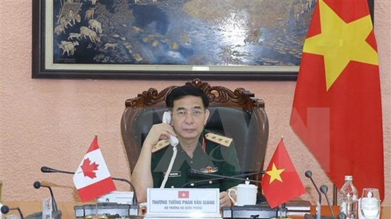 Vietnamese, Canadian defence ministers hold phone talks