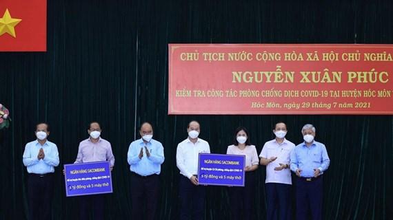 State President visits pandemic-stricken HCM City