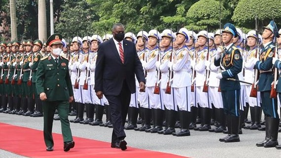 US Secretary of Defence pays official visit to Vietnam