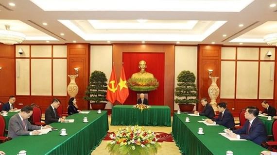 Top Vietnamese, Chinese leaders hold phone talks