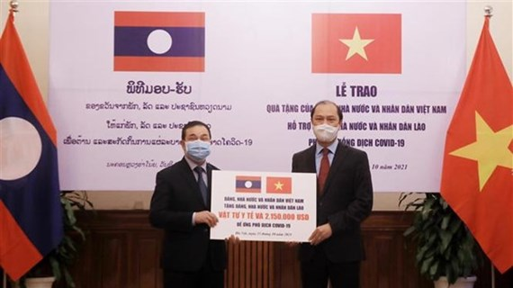 Vietnam offers 2.5 million USD, medical supplies to aid Laos' pandemic fight