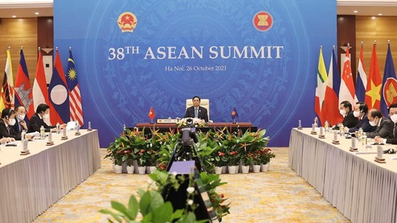 PM attends five conferences on first day of 38th, 39th ASEAN Summits and Related Summits
