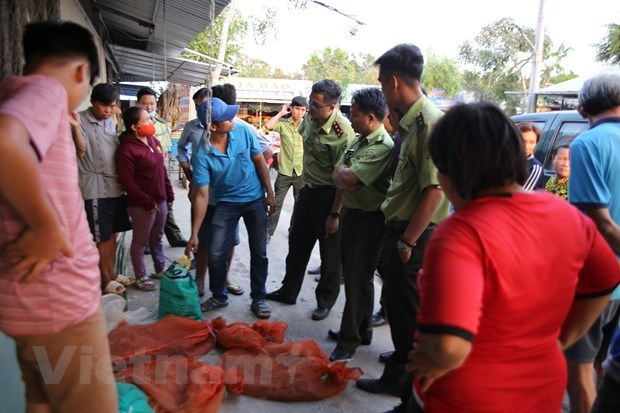 Forest protection forces crack down on country's largest wildlife market hinh anh 3