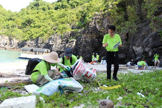 Earth Day 2020 calls for actions to combat climate change hinh anh 2