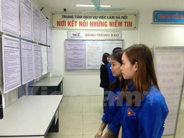 COVID-19 pandemic seriously impacts youth employment: ILO-ADB report hinh anh 1