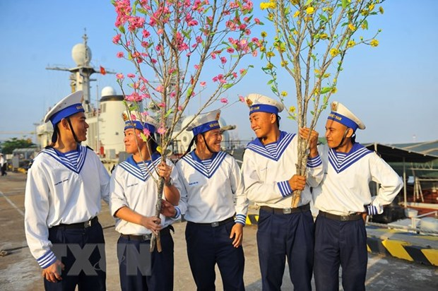 Warmth of Tet coming to staff on offshore platforms hinh anh 1
