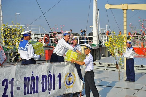 Warmth of Tet coming to staff on offshore platforms hinh anh 2