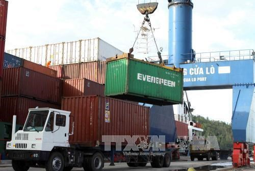 Logistics services to make up 5-6 percent of GDP by 2025 hinh anh 1